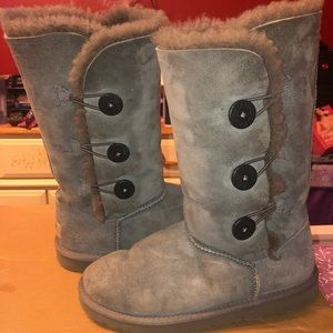 Button Triplet Grey Uggs Size 5